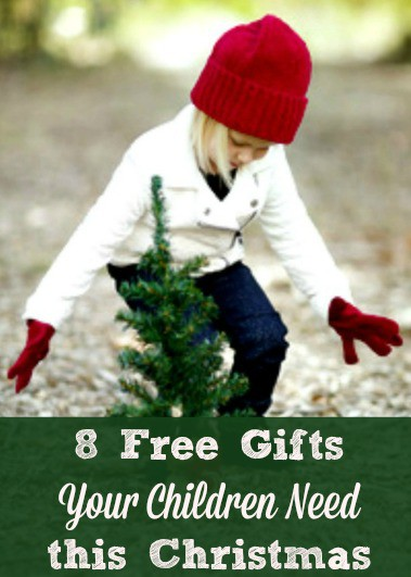 8 Free Gifts Your Children Need this Christmas - and throughout the year! When the pressure to buy more stuff increases during the holidays, focuses on these gifts your children really want and need. Holiday presents \ Ideas | Tips | Family Christmas