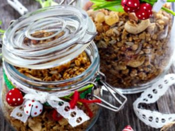 Homemade Granola – The Easiest and Most Delicious Christmas Food Gift + Recipe
